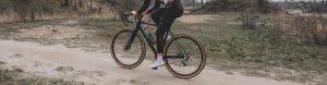 Gevoelloze voeten tijdens het fietsen op de racefiets, wielrennen of mountainbiken